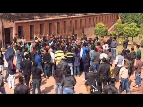 Sanjay Leela Bhansali Slapped And Assaulted By Protesters On Padmavati Sets In Jaipur