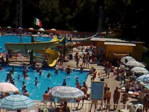 18 07 2010 Piscine Al Gabbiano 2 Youtube