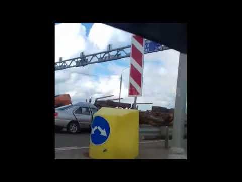 Жесткое ДТП с лесовозом и двумя легковушками на калужской трассе