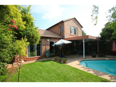 3 Bedroom Townhouse For Sale In Sundowner Randburg
