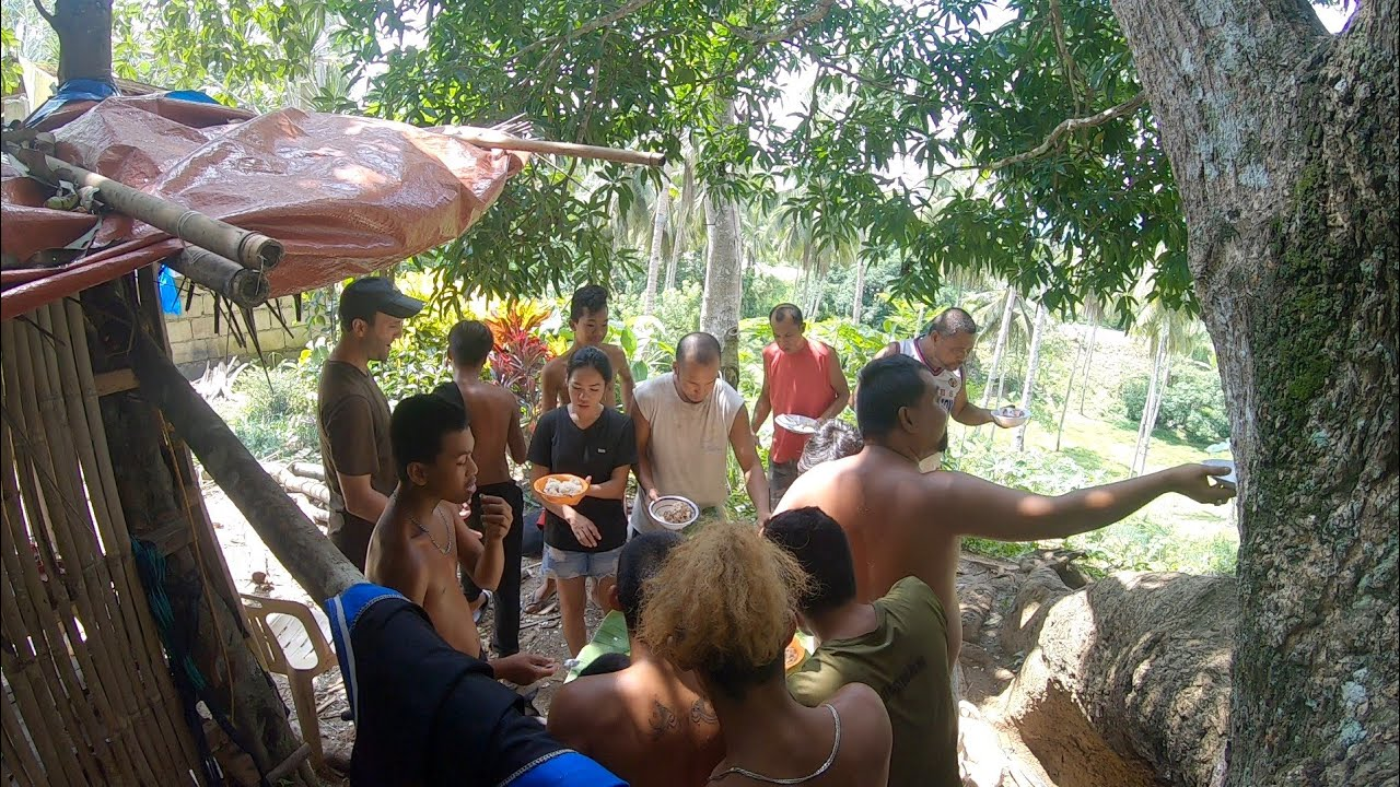 Eating Together With Friends & Family - Province Life Philippines