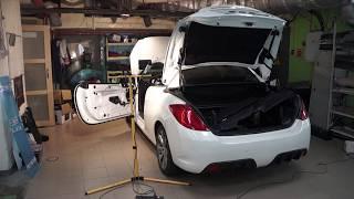 Необычное решение, куда установить сабвуфер в купе со складной крышей