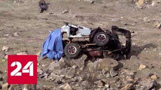 Люди выпали из салона улетевшей в обрыв машины - Россия 24 