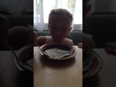 Ребенок ОЧень СМЕШНО называет сметану