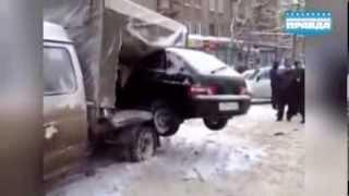 Дорожные приколы: общественный эвакуатор и автогусеница(Больше интересного на сайте http://www.nnov.kp.ru/, 2014-03-12T11:42:39.000Z)