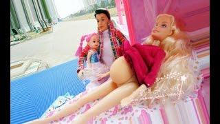 Барби беременна кен и барби и дочка играем вместе