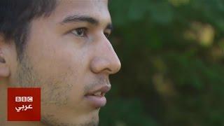 مهاجر يحمل جدته من أفغانستان إلى المجر
