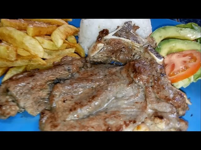 CHURRASCO CON PAPAS FRITAS