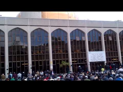 Friday prayers at London mosque with EDL demo part 1/2