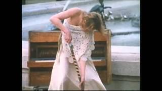 La Momie à mi-mots:Hommage à la danse, chapitre 14: Tribut (to) music (to) dance