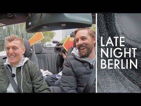 Angeben mit Toni Kroos: Klaas und der Fußballstar unterwegs | Late Night Berlin | ProSieben