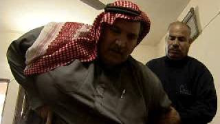 عراقي وزنه ٣٠٠ كي....... Iraqi fat yelling and weighs 300 kg