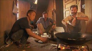 Clovis Cornillac cuisine des frites aux Miao - Rendez-vous en terre inconnue