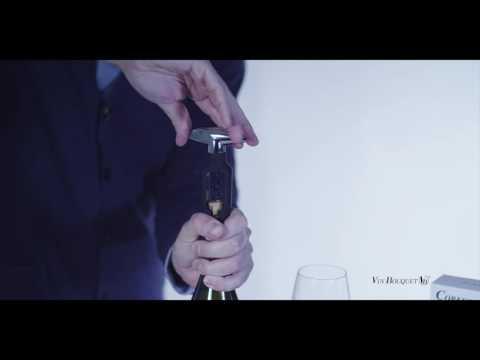 Clásico sacacorchos de giro, de sencillo manejo, le permite abrir sus botellas de una forma sencilla y eficaz, sin esfuerzo. http://www.vinbouquet.com.