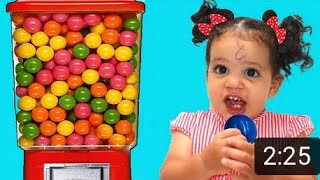Sami and amira Plays with Sweets & Colorful Gumball Machine Toys