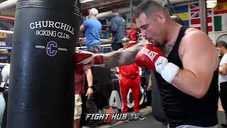 ANDY RUIZ JR DROPPING BOMBS ON THE HEAVY BAG! SHOWS OFF SPEED & PRECISION DURING WORKOUT