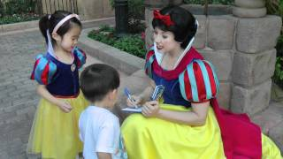 Walt Disney World - Meeting Snow White (Epcot) - May 20, 2011 thumbnail