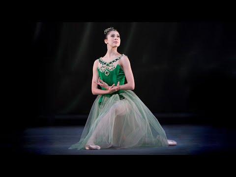 Jewels – 'Emeralds' first variation (George Balanchine; Beatriz Stix-Brunell; The Royal Ballet)
