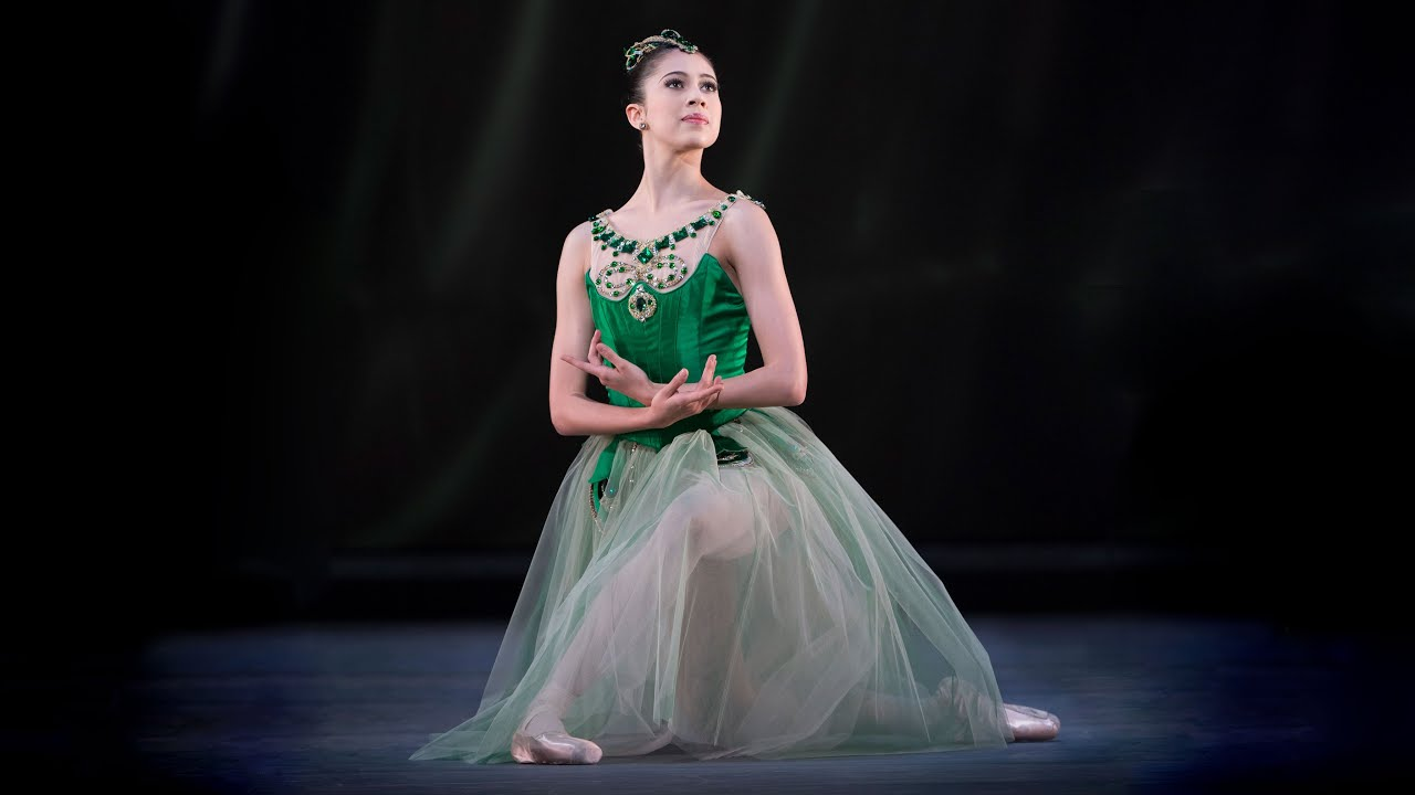 Download Jewels – 'Emeralds' first variation (George Balanchine; Beatriz Stix-Brunell; The Royal Ballet)