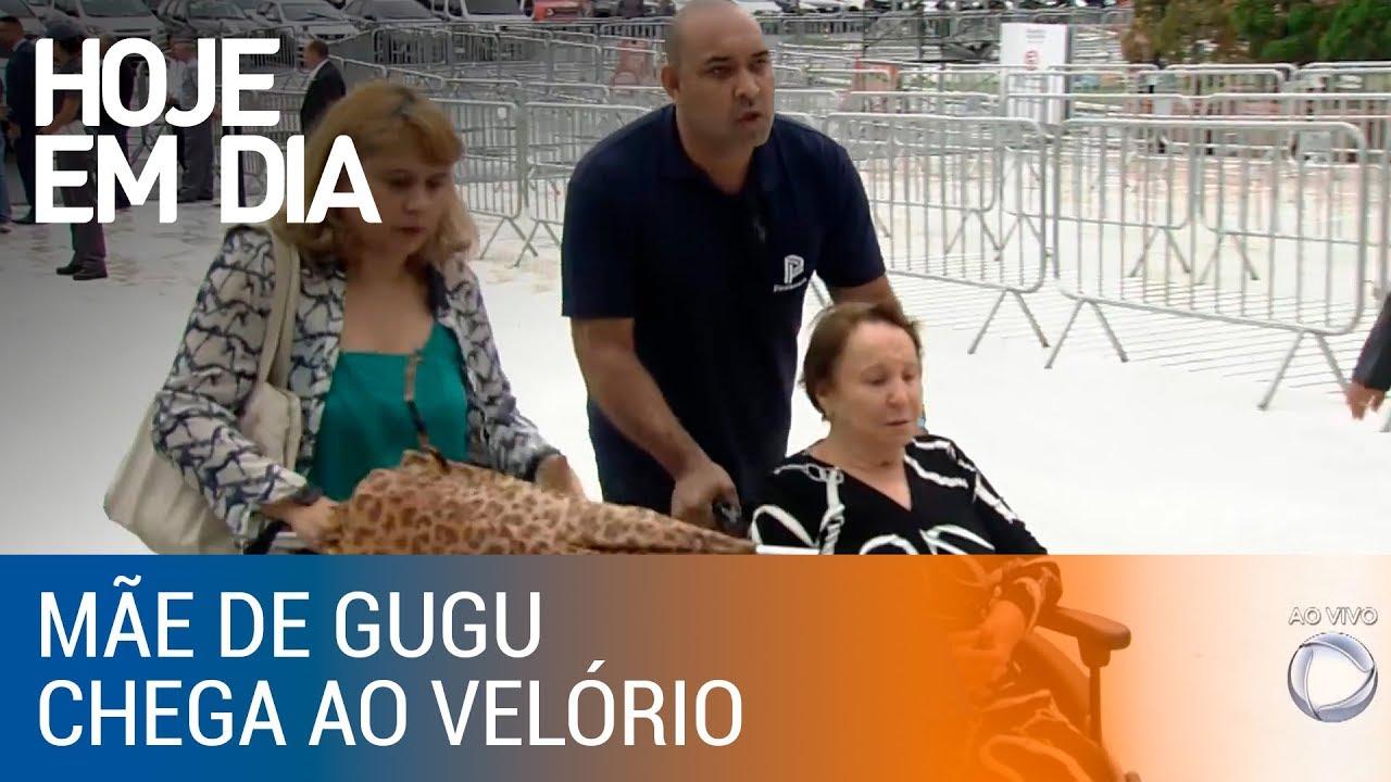 Família de Gugu chega ao velório do apresentador