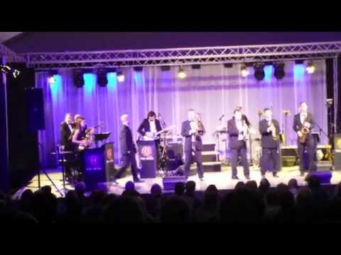 Q The Music -  Live Mobile Phone Footage - Hever Castle Theatre Show