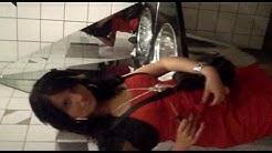 Versaute Frauen auf den WC