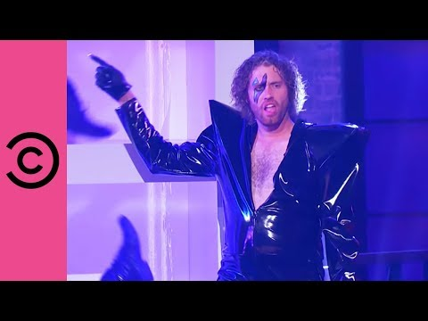 """TJ Miller Kills It With His Performance Of Lady Gaga's """"Just Dance"""" 