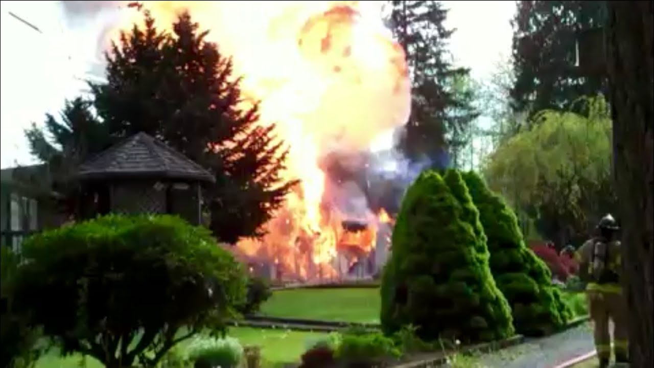 Garage Fire With Propane Tank Explosion Bleve Youtube