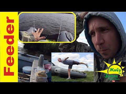 Донками с лодки попробовал половить.