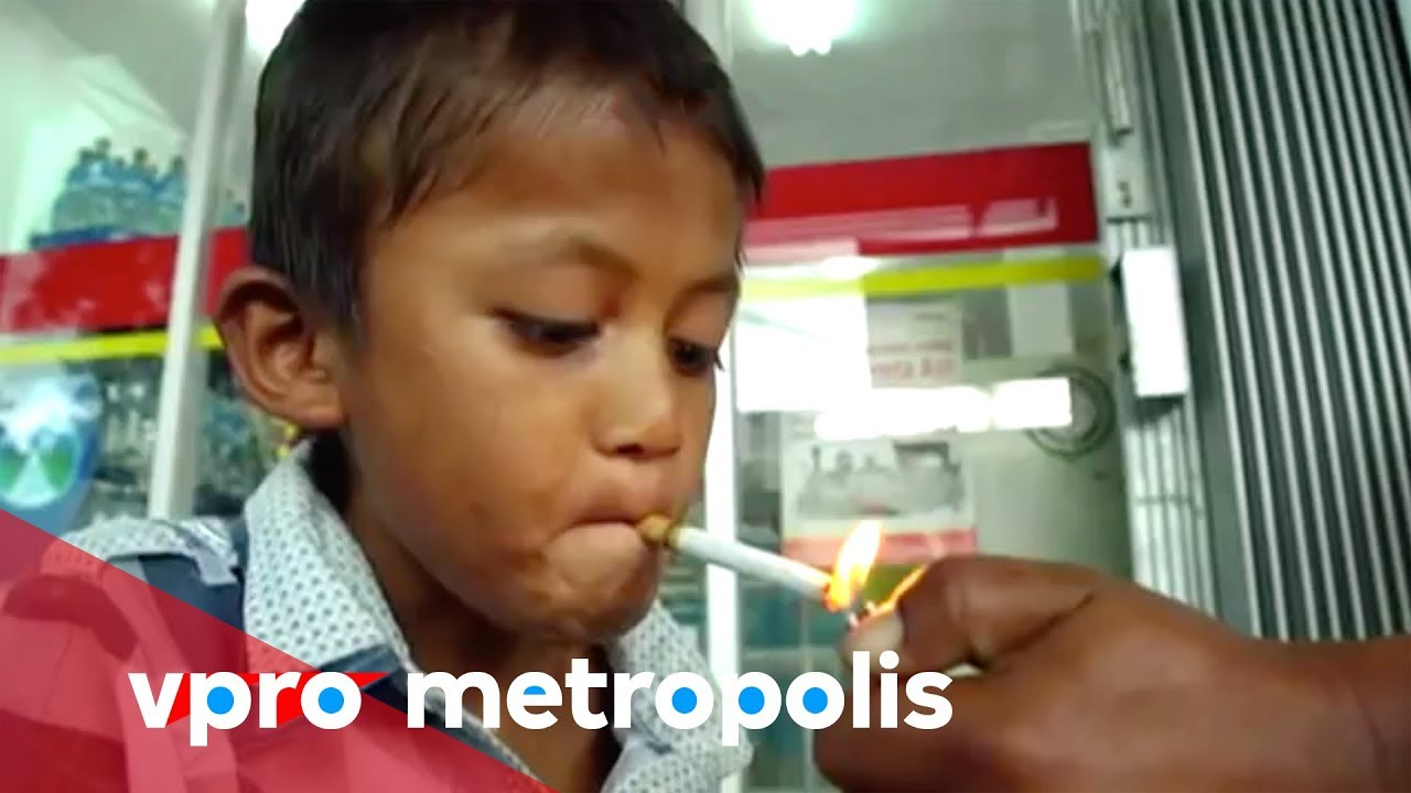 A 9 Year Old Chain Smoker From Indonesia Vpro Metropolis