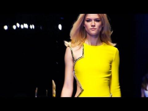 fashiontv | FTV.com - MILAN WOMAN F/W 10-11 - VERSACE   FULL SHOW