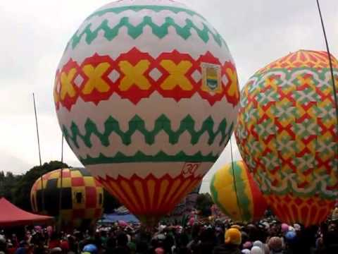 festival balon udara tradisional wonosobo 2013 ( lapangan sapuran )