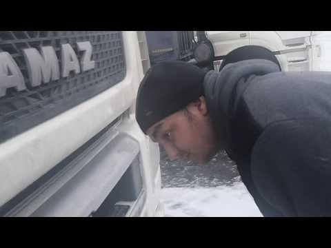 Дальнобойщик Серега 1 серия АУЕ знакомство с новым КамАЗом нео 5490 2019 год проверка масла.