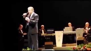 JUAN AZNAR - CANTA: LA CALLE DONDE TU VIVES Y NACIDA LIBRE - (AUDITORIO EL BATEL - CARTAGENA)