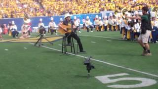 Brad Paisley singing Country Roads!