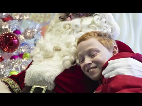 santa-visits-kids-at-helen-devos-children's-hospital