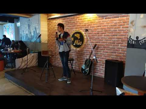 {Poet Kunal Jain||}My friend first performance on stage,at mic&munch cafe
