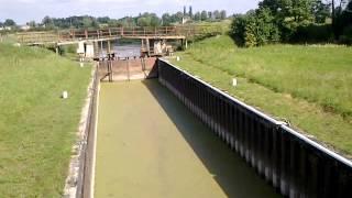 Шлюз №1 на реке Преголя(Первый из 5 шлюзов на пеке Преголя., 2015-08-10T09:08:42.000Z)