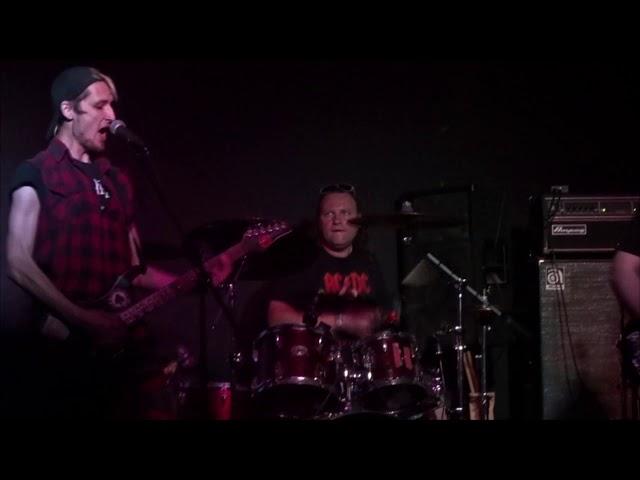 Смотреть видео Confront Stage —  Выделись из толпы (Live 30.05.2018, клуб Zoccolo, SPb)