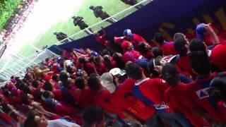 Rojos de Quezal-T alentando a CD FAS junto a la TURBA ROJA en Opico