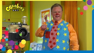 School Photos with Mr Tumble and Friends   CBeebies