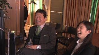 今田美桜、佐藤二朗のアドリブ演技に笑いこらえられず!?   『どんなときもWiFi』新WEB-CM「どんなときも捜査官24時」無制限篇・海外篇&メイキング