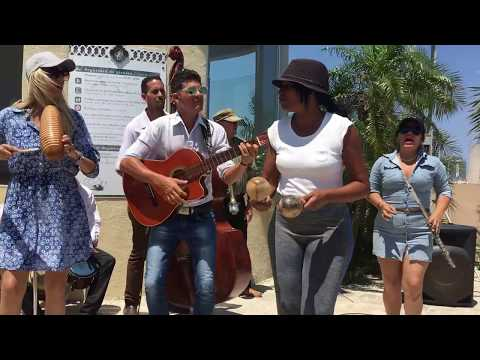 Who knows this Cuban song? (cover by Tradison) - busking in the Streets of La Havana, Cuba