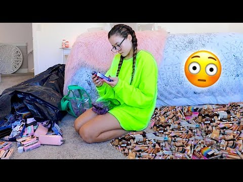 Decluttering/Getting Rid of My Makeup Collection *HUGE GIVEAWAY* | HeyItsSarai
