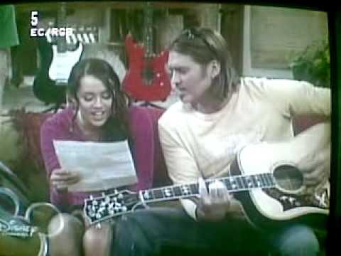 Miley cyrus & Billy ray cyrus a'capella singing bigger than us from Hannah Montana