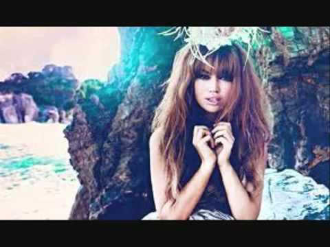 AURA DIONE - FRIENDS LYRICS - SongLyrics.com