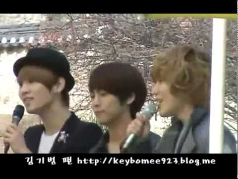 [fancam] 110409 SHINee Jonghyun Key Taemin sing in wedding @ Sungkyunkwan University