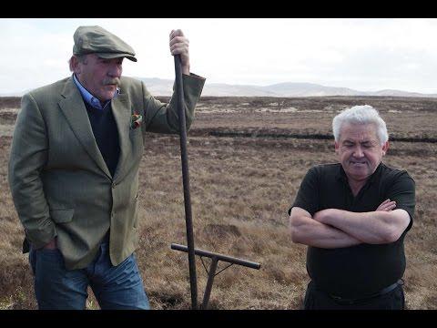 Iain McArthur (Lagavulin) erklärt das traditionelle Torfstechen