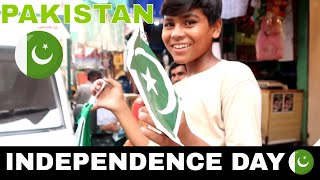GIVING FREE FLAGS TO PEOPLE'S ON PAKISTAN INDEPENDENCE DAY SOCIAL EXPERIMENT (PUBLIC REACTION)