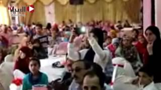 فيديو : محافظ بني سويف يكًرم أوائل الابتدائية والاعدادية على مستوى المحافظة(